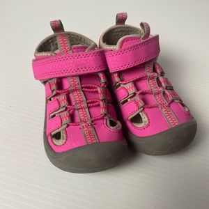 Kids and Co neon pink size 6 capped toe sandals